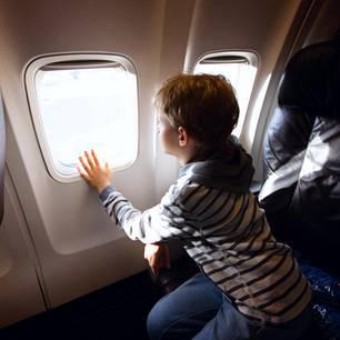 Der erste Flug ist für Kinder immer aufregend - ob mit oder ohne Autismus.