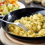 Käsespätzle mit Zwiebeln und Schnittlauch