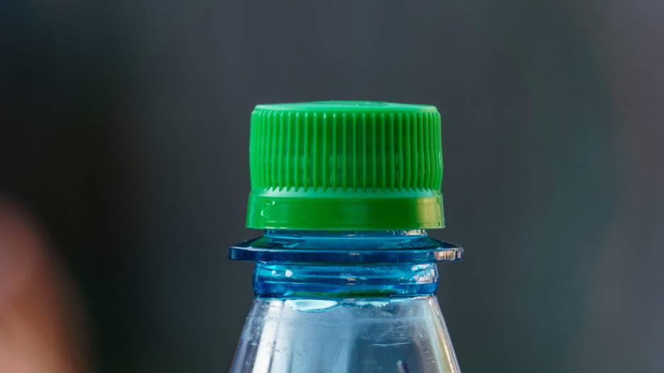 #Bottle-Cap-Challenge: Was hat es damit auf sich?