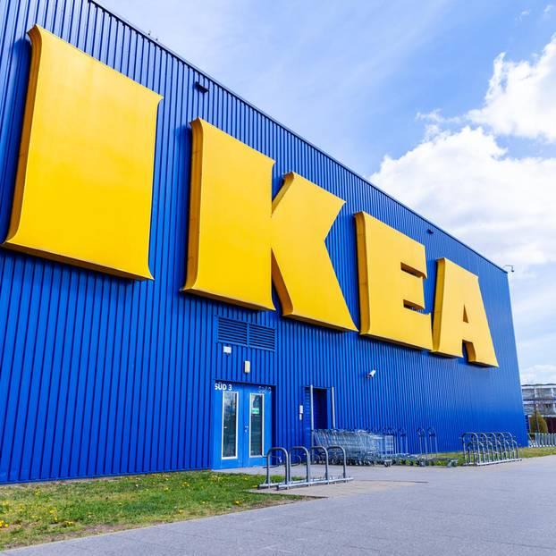 IKEA verkauft nicht nur Möbel, sondern kauft sie jetzt auch an.