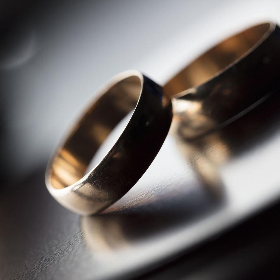 Whisper: Zwei Eheringe
