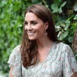 Kate:Middleton: Herzogin Kate vor grüner Blätterwand