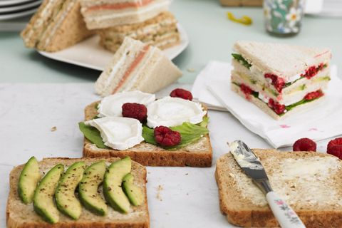 Sandwiches mit Ziegenkäse und Himbeeren