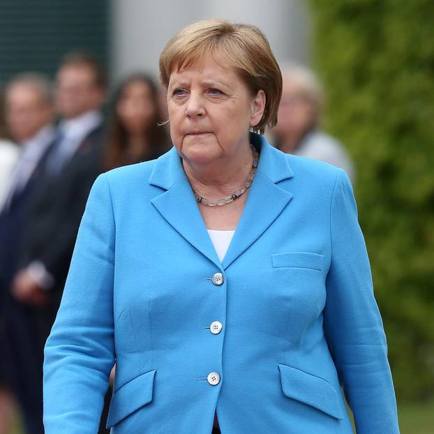 Angela Merkel Wieso Wir Sie In Ruhe Lassen Sollten Brigitte De