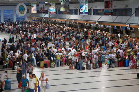 Airline-Streik - Passagiere stranden am Flughafen