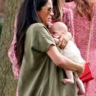 Meghan Markle hält ihr Baby Archie - falsch?