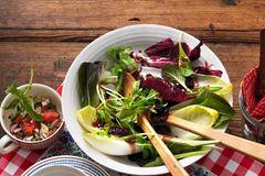 Blattsalat mit Kirsch-Vinaigrette