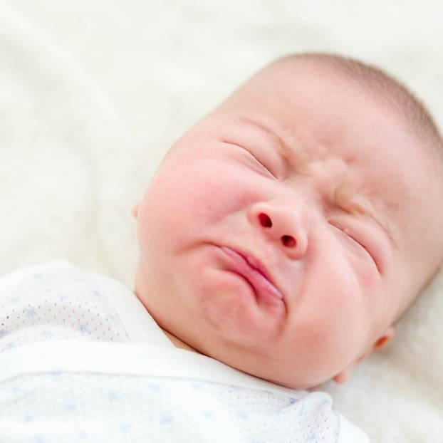 Baby weint im Schlaf: Baby weint