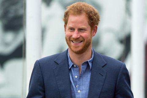 Prinz Harry: Prinz Harry im blauen Anzug