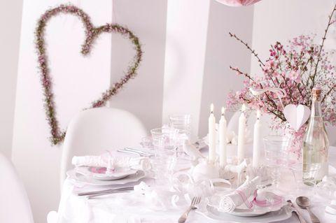Hochzeitsmenü: Festlich gedeckter Tisch