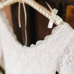 Auch ein günstiges Brautkleid kann toll aussehen!