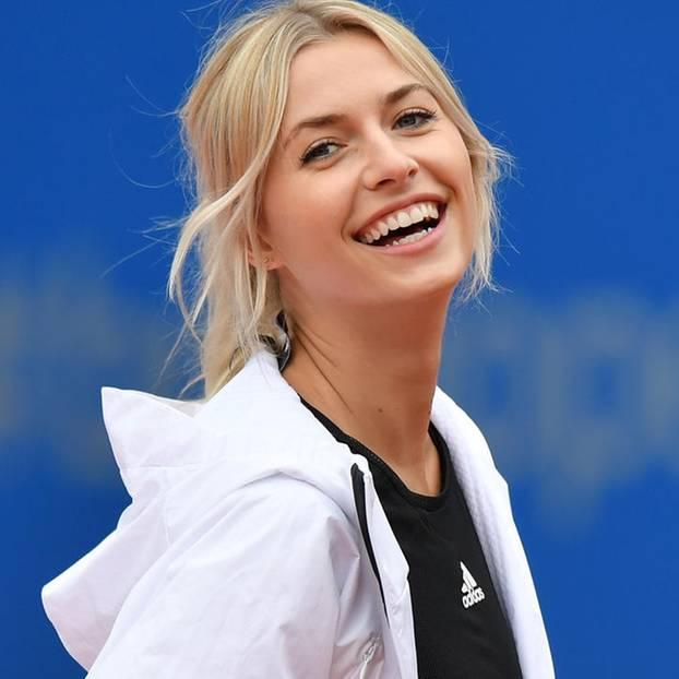 Lena Gercke beim Tennisspielen