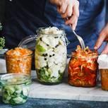 Fermentieren: Fermentiertes Gemüse im Glas