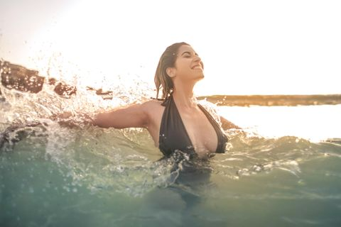 Große Brüste? Dafür gibt es ein besonderes Sommer-Gadget