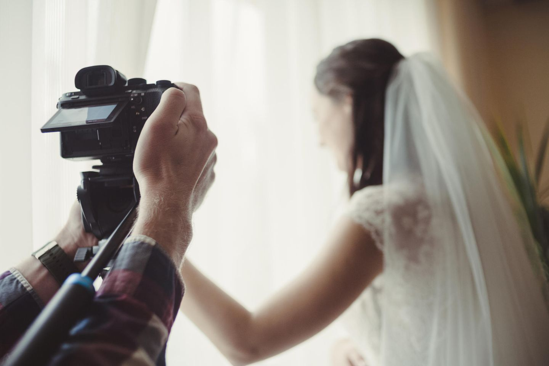 Eine Hochzeitfotografin soll die schönsten Momente festhalten.