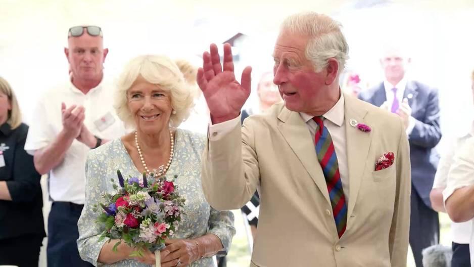 Prinz Charles: Diese lässige Begrüßung hätte wohl niemand von ihm erwartet