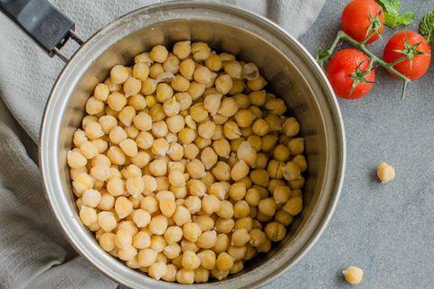 Kichererbsen kochen: Kichererbsen im Topf