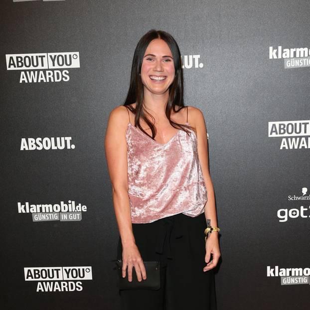 Louisa Dellert bittet Fans um Spenden: Jetzt ist die Influencerin offline