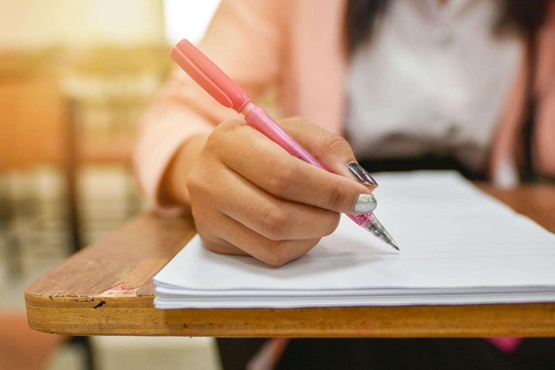 Eine Schülerin schrieb kurz nach der Geburt ihres Kindes eine Prüfung weiter.