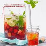 Erdbeer-Bowle mit Cidre und Zitronenmelisse