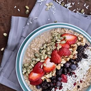 Hormon-Diät: Haferbrei mit Früchten und Samen