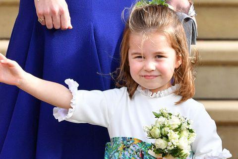 Wie süß! Prinzessin Charlotte freut sich über ihre erste Handtasche 😍