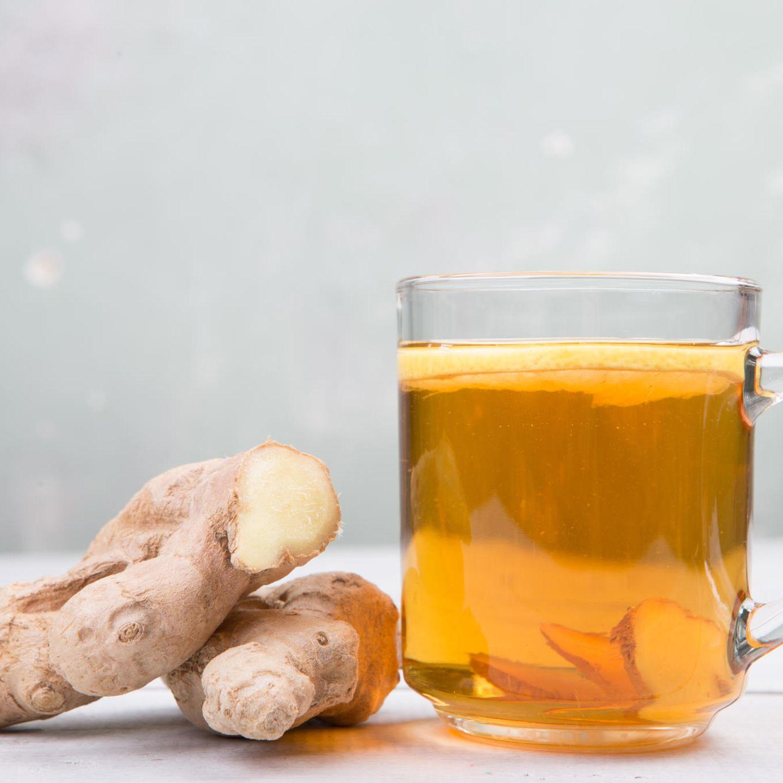 Ihr fragt euch jetzt: Was, ich soll einen warmen Teebei Hitze trinken? Ja, genau! Weil kalte Getränke den Körper nur zusätzlich stressen. Also, ich schwör drauf!  Doris, Chefredakteurin
