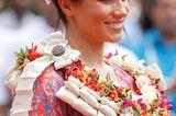 Meghan Markle mit Blumenschmuck