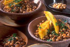 Bohnen mit gebackenen Kochbananen