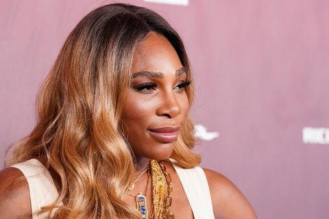 Lässige Serena Williams: So besiegt sie fünf Männer mit nur einem Schlag