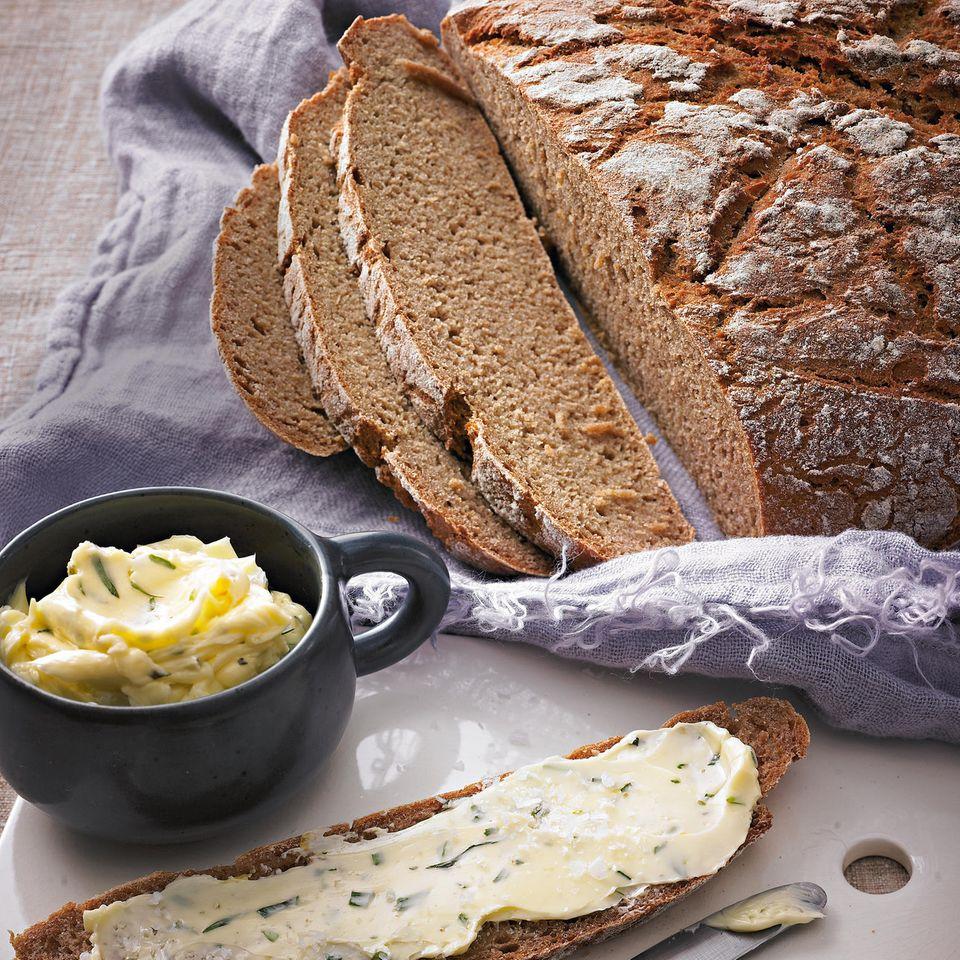 Kartoffelbrot mit Estragon-Meersalz-Butter
