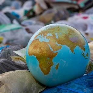 Globus im Müll