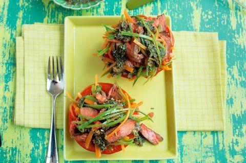 Tomaten mit Gemüse-Rindfleisch-Füllung
