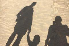 Schattenbild der Familie von Julie von Bismarck mit Mann und Tochter