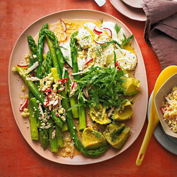 Antipasti mit Spargel, Avocado und Mozzarella