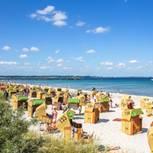 Strand von Scharbeutz mit Urlaubern