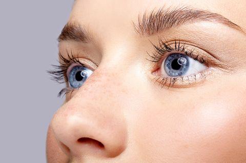 Nasenherpes: Nahaufnahme eines Frauengesichts