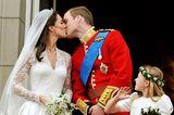 Royals: Prinz William küsst Kate Middleton