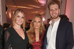Lady Kitty Spencer mit ihrer Mutter, Victoria Aitken, und ihrem Bruder, Louis Spencer im Juni 2017.