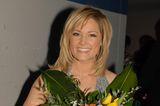 Helene Fischer mit Blumen und Stufenschnitt
