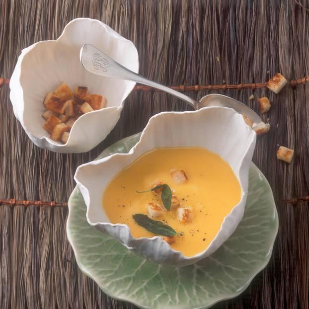 Kürbissuppe mit Salbei-Croûtons