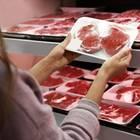 Fleischtheke im Supermarkt