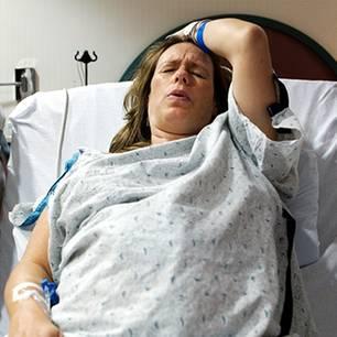 Nach Horror-Geburt erlebt die Mutter den Schock ihres Lebens: Das Babybett steht in Flammen