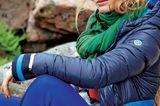 Modetrends Herbst/Winter 2019: Blaue Steppjacke und blaue Wollhose