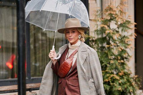 Ob Regenschirm, Regenmantel oder schicke Stiefel - wir lieben die neuen Teile für regnerische Tage.