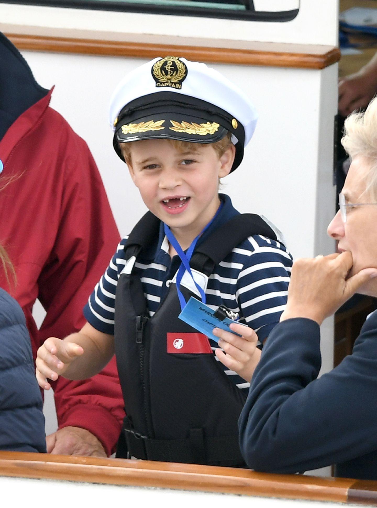 Prinz George mit Seemannsmütze