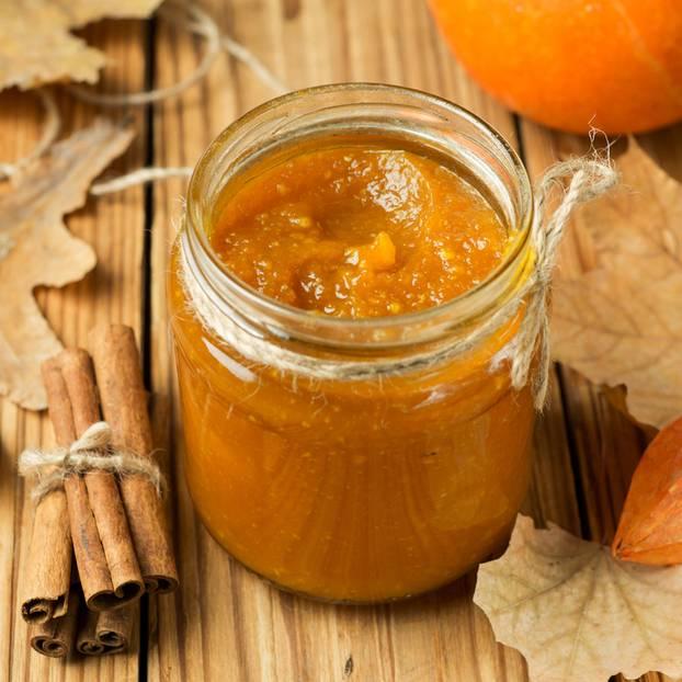 Kürbis-Apfel-Marmelade im Glas