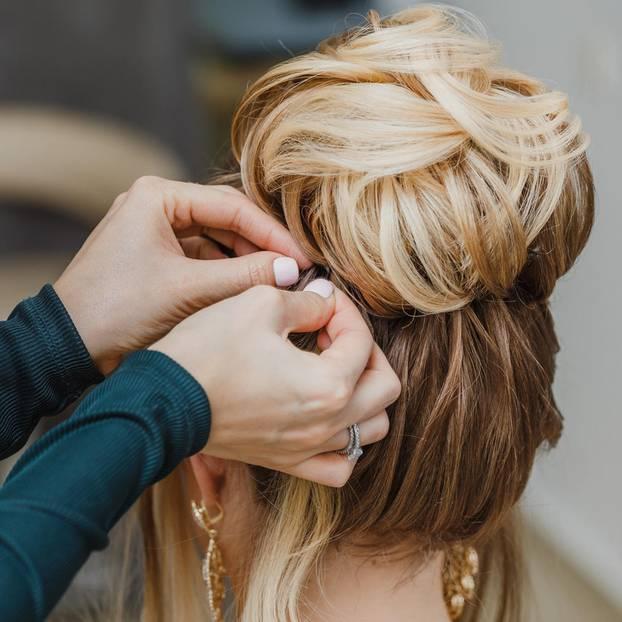 Frisur für jeden Anass: Frau mit Dutt