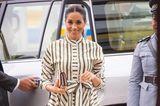 Meghan Markle in einem gestreiften Kleid