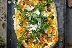 Pizza mit Steinpilzen